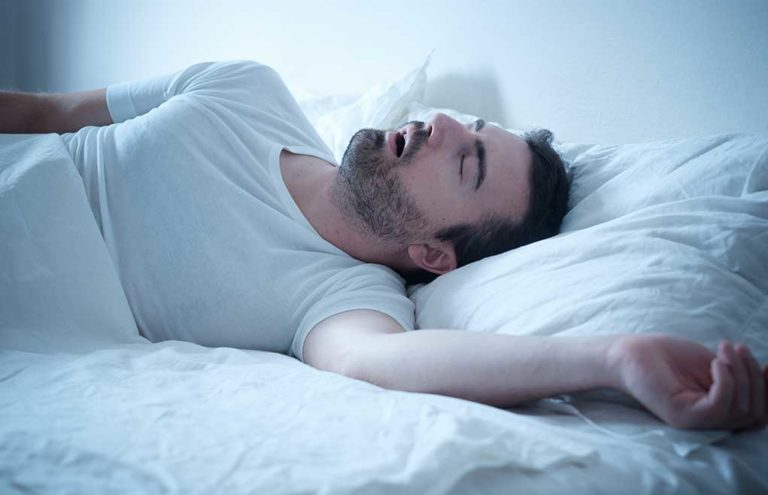 Russamento e apnee notturne: gravi conseguenze per la salute